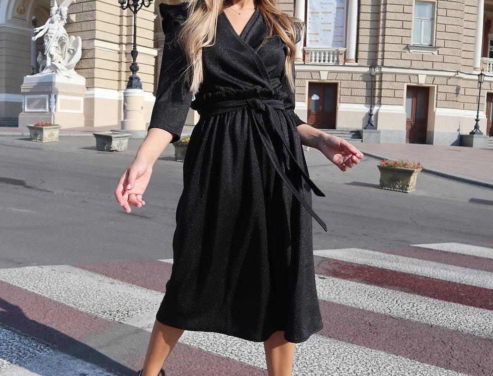 Платье с оборкой и крылышками черное