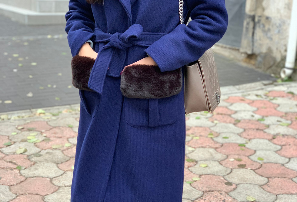 Пальто зимнее с мехом синее