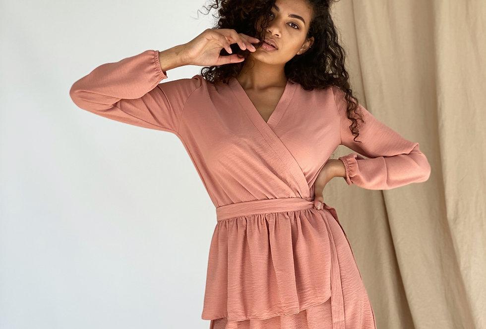 Платье софт жатка со съёмной баской персиковое