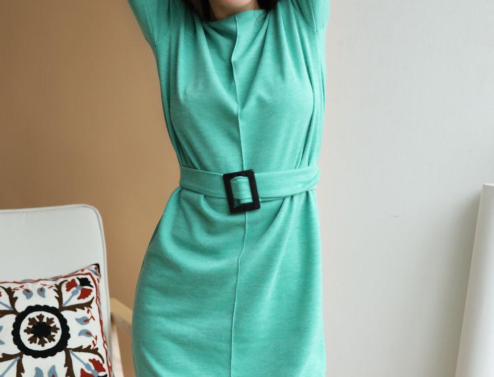 Платье Ровного кроя с контрастной пряжкой зеленое