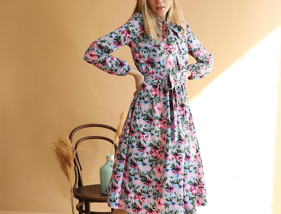 Платье оверсайз с бантом в яркий цветочный принт