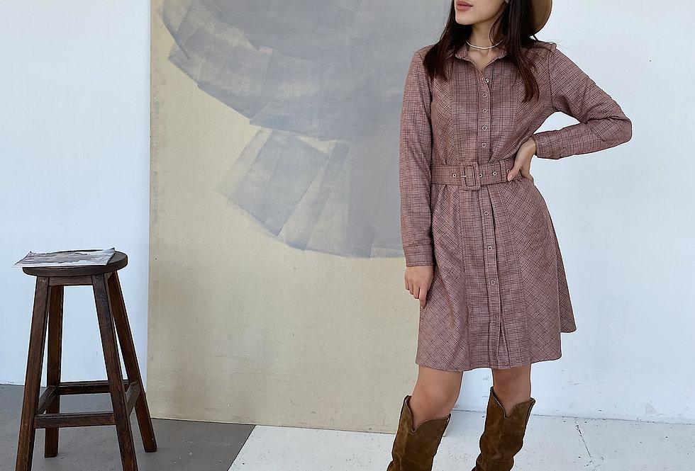 Замшевое платье в клетку с поясом бордо