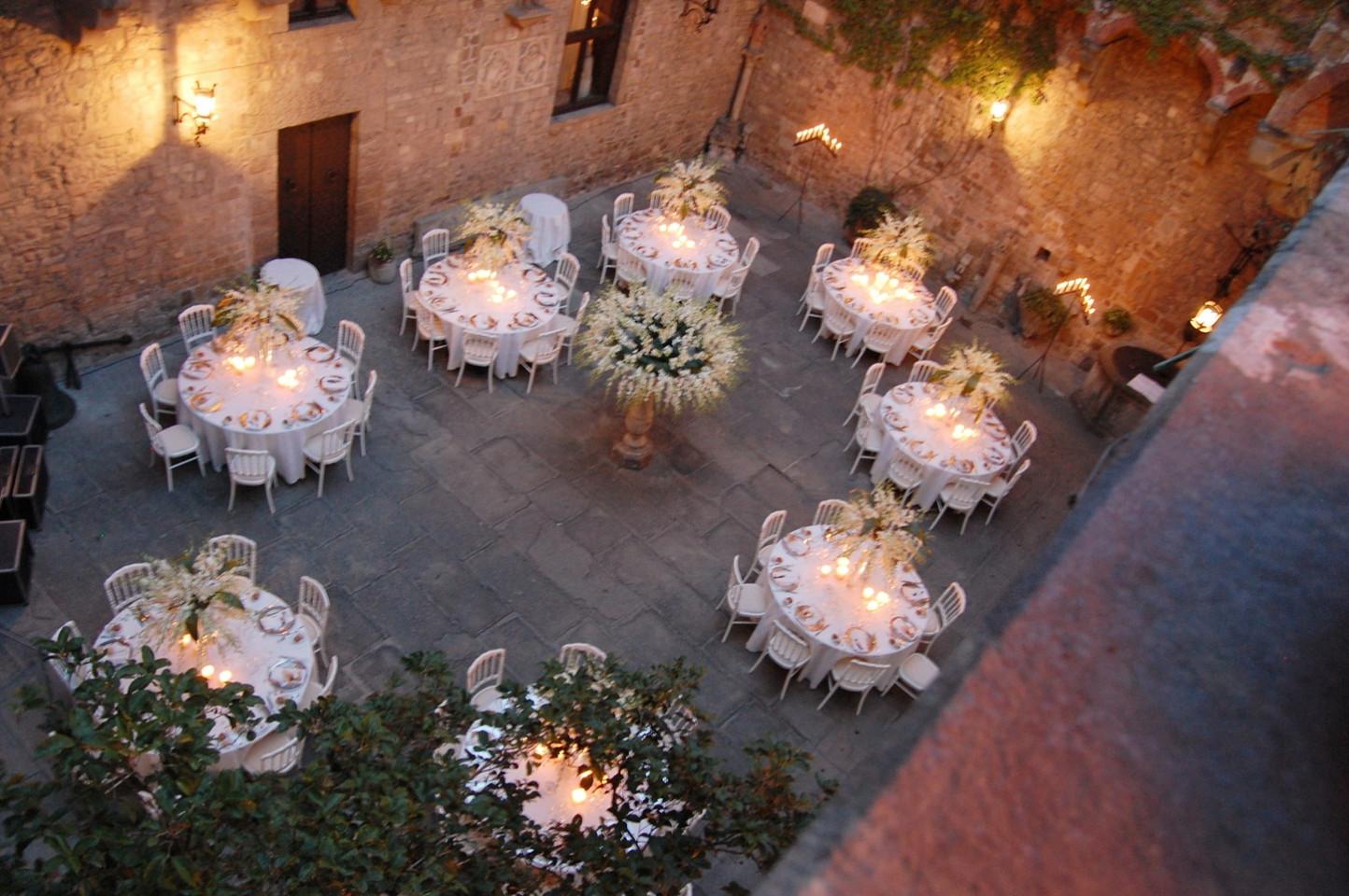 An elegant wedding dinner