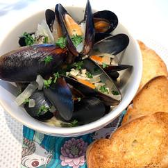 Steamed Garlic Mussels
