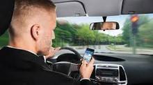 Code de la route : Il est interdit de téléphoner au volant, même lorsque le véhicule est à l'arr
