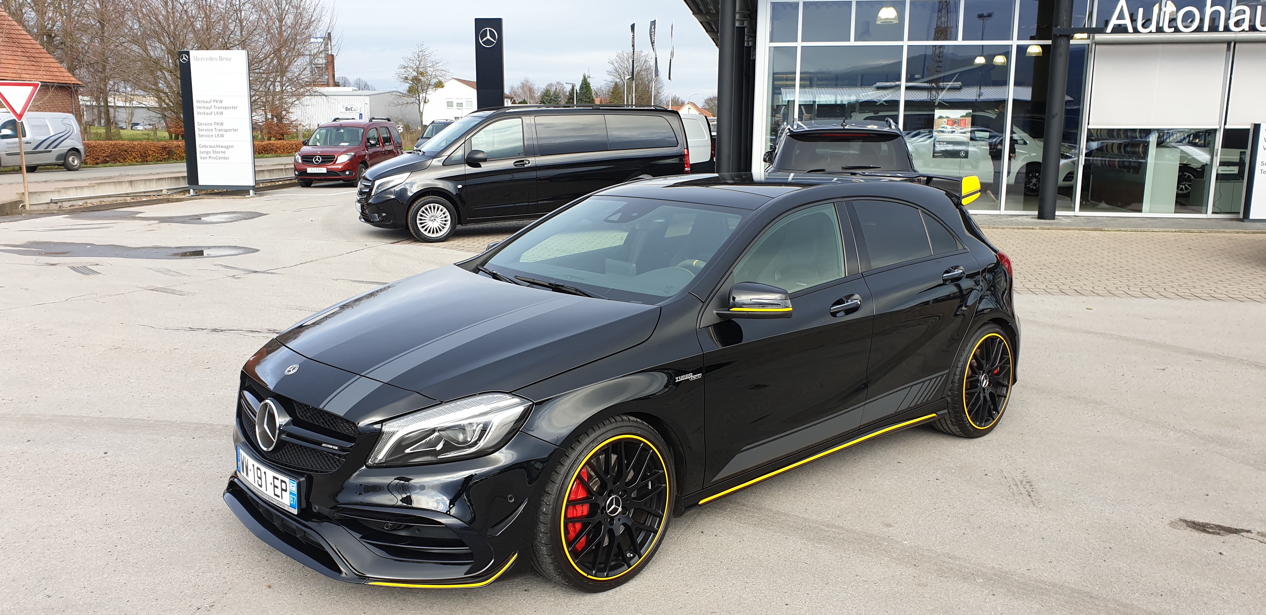 MERCEDES CLASSE A45 AMG YELLOW NIGHT