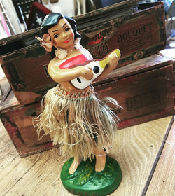 GOLDSTONE_picker_pick_blog_mocaby_moveonpickon_antique_hula_girl
