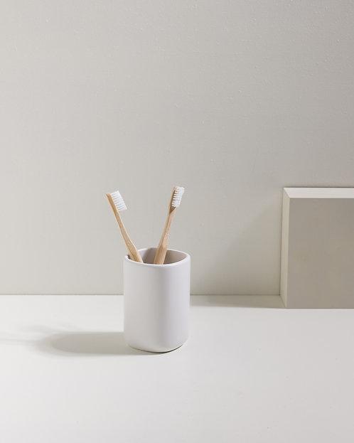 Weißer Zahnbürstenhalter aus Keramik