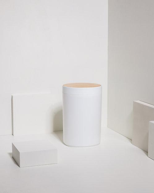 Weißer Behälter mit drehbarem Bambusdeckel