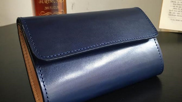 ルガトショルダーと牛ヌメ革を使用した本革製レザー3つ折り財布