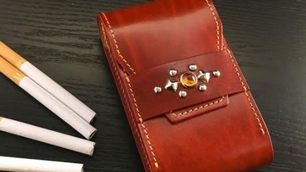 ルガトショルダーを使用した本革製レザーシガレットケース