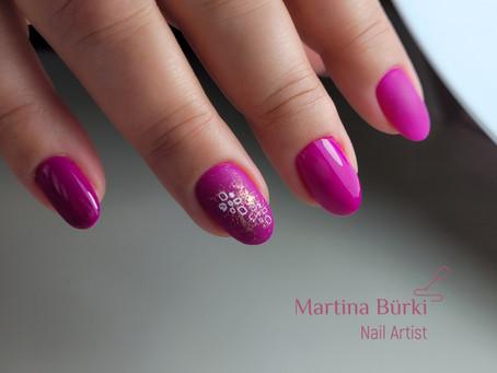 Magenta & Stamping Nailart