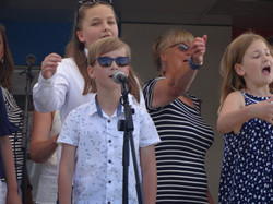 Ronstars & Young Singers from RONNI