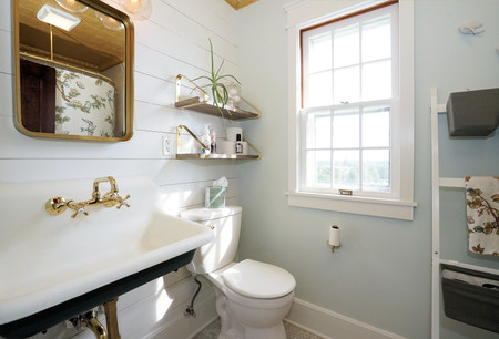 farmhouse bathroom .JPG