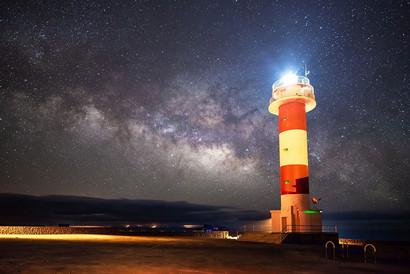 lighthouse-3469408.jpg