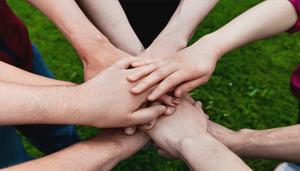 Ayudar al Mundo: 5 Consejos para Comenzar tu Propia ONG