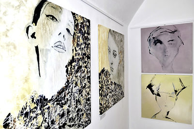 Lu Mourelle exhibition presented in 2020 in Cascais, Lisbon region, Portugal. Best selling artist, curated best awarded, best artist to collect, best artist to buy, collectable art.