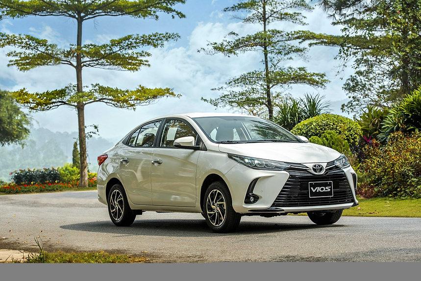 Toyota_Vios_White_0b.jpg