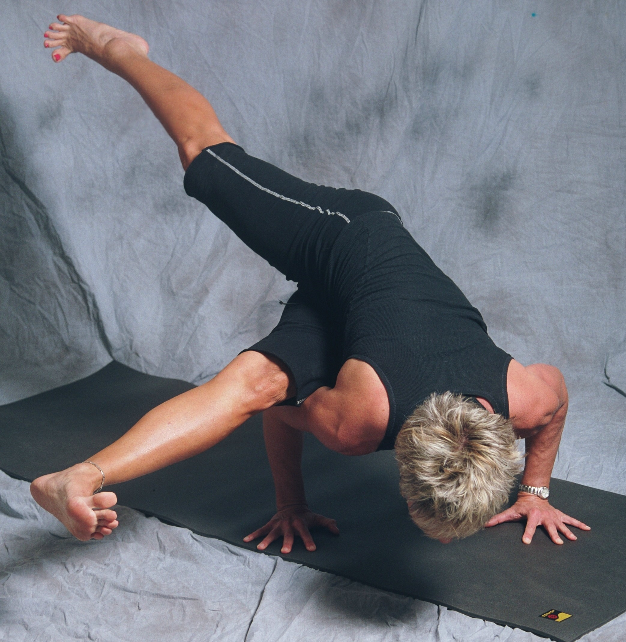 Shanti-Kitti-Yoga-Sophia-arm-balance