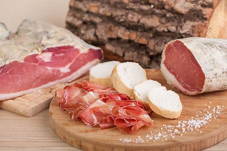 carni, carne, salumi, speck, affettati, macelleria, bottega, trentino, italia, fornitura carni, speck, prosciutto, cotto, crudo