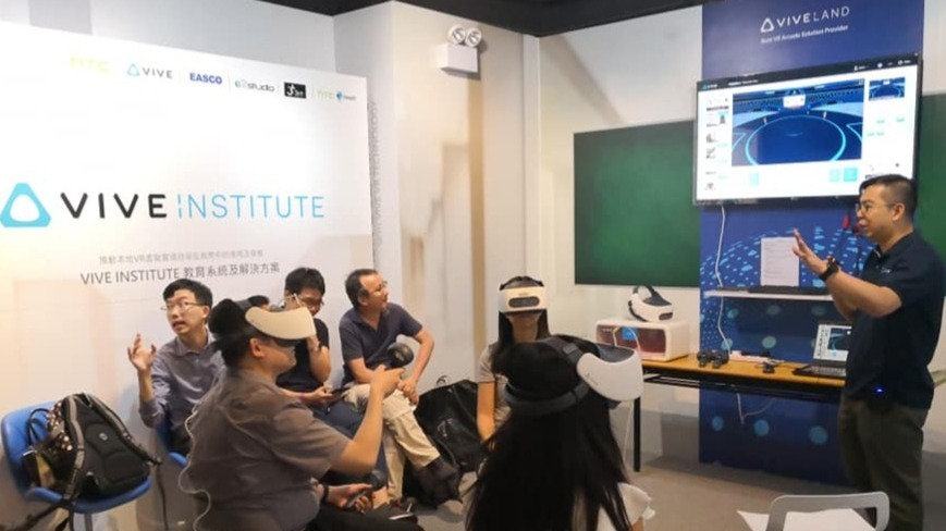 Free Introductory VR/AR course