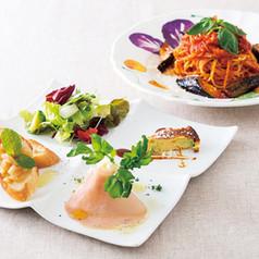 ランチタイムのスペシャルメニュー  ⭐️ミシェルのプランゾ⭐️ ・アンティパスト(前菜の盛り合わせ4種) ・本日のパスタ(3種のパスタよりお選びください)      ¥ 1,000 (+税)