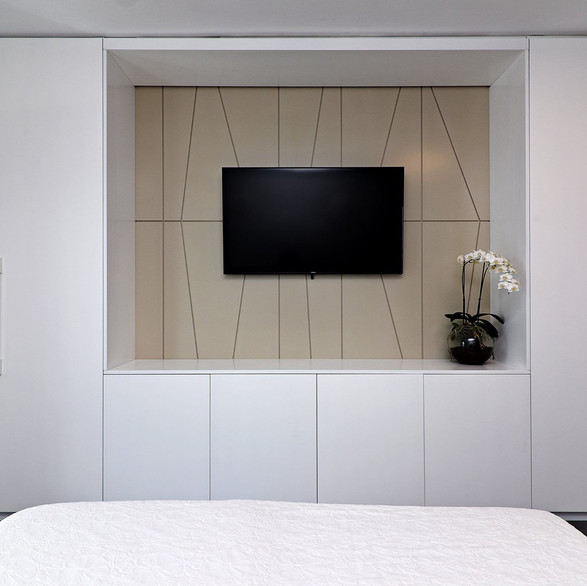 ארון משולב טלויזיה בחדר שינה
