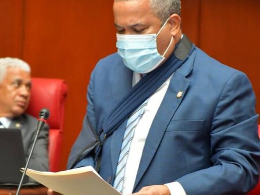 Senador Acosta somete proyecto de eliminación reinscripción de colegios