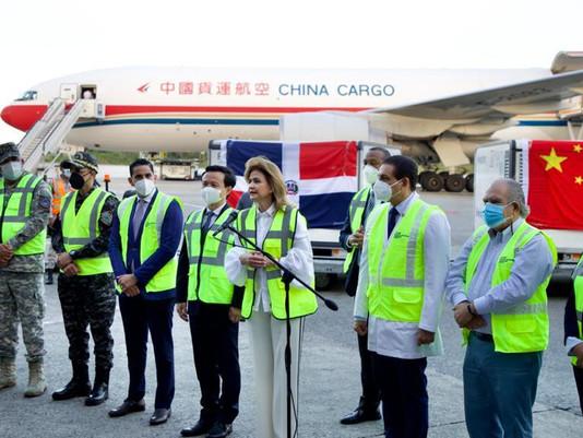 Llegan de China un millón 50 mil vacunas contra el COVID-19