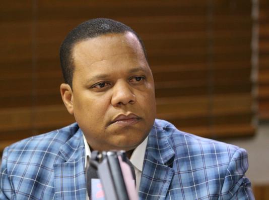Eddy  Alcántara pide a PGR investigar más allá de los contratos a los cuatro abogados