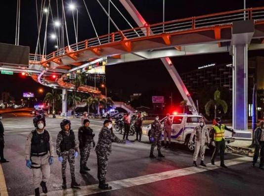 Tres meses sin cobrar incentivos policías y militares de servicio en toque de queda