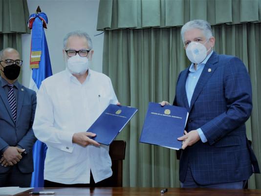 Senado firma  acuerdos para optimizar funciones legislativas