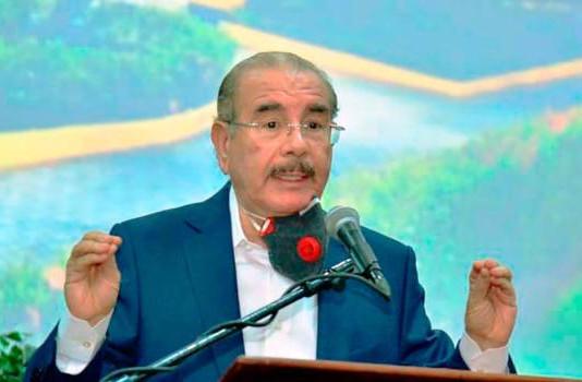 Danilo Medina llama a diputados y senadores del PLD hacer real oposición