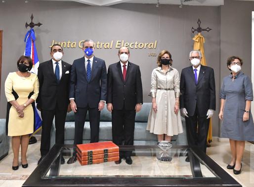 JCE entrega certificados a presidente electo Luis  Abinader  y la Vicepresidenta Raquel Peña