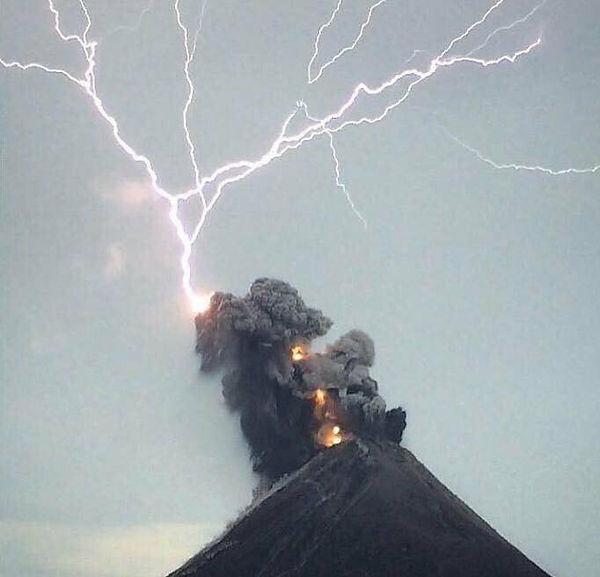 rayo-en-volcan_1.jpg