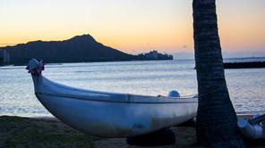 Sunrise on Waikiki Beach.jpg
