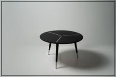 שולחן שחור עגול בודד