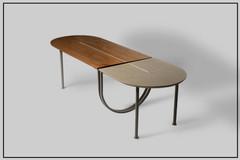 שולחן עץ ואפור.jpg