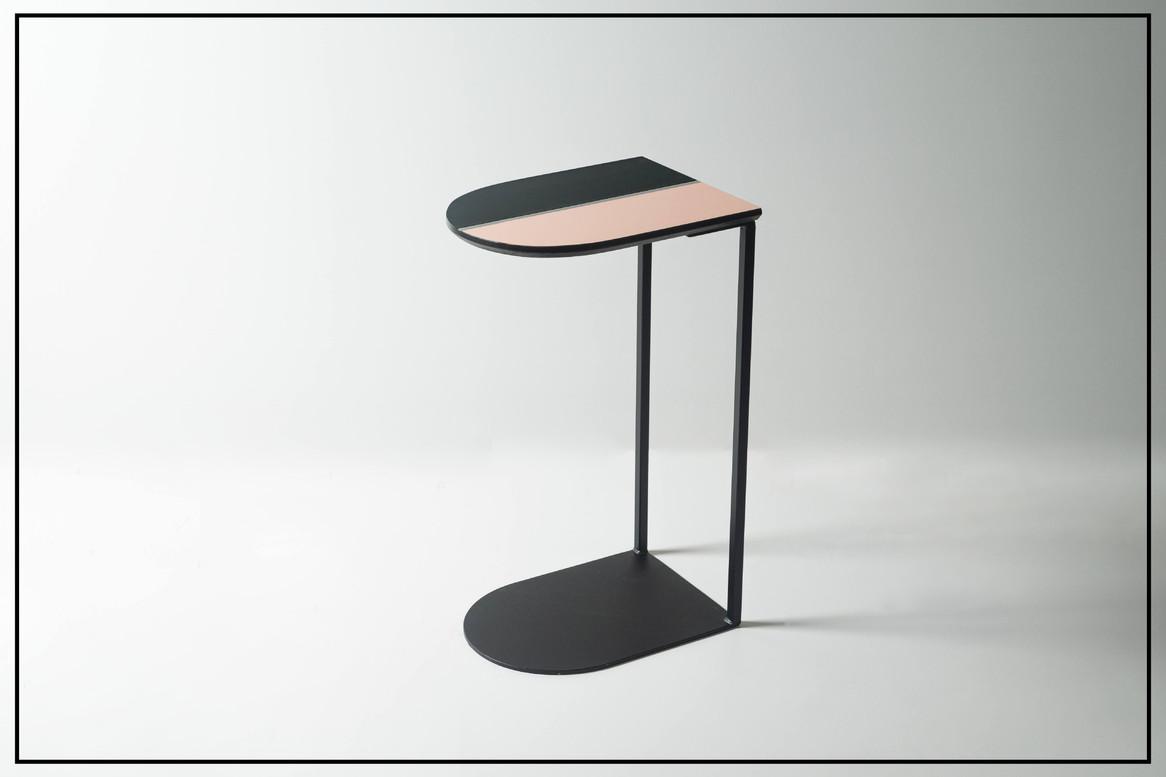 שולחן צד ורוד שחור
