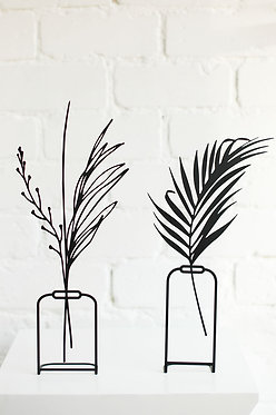 Metal vase stand
