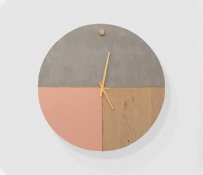שעון ורוד בטון