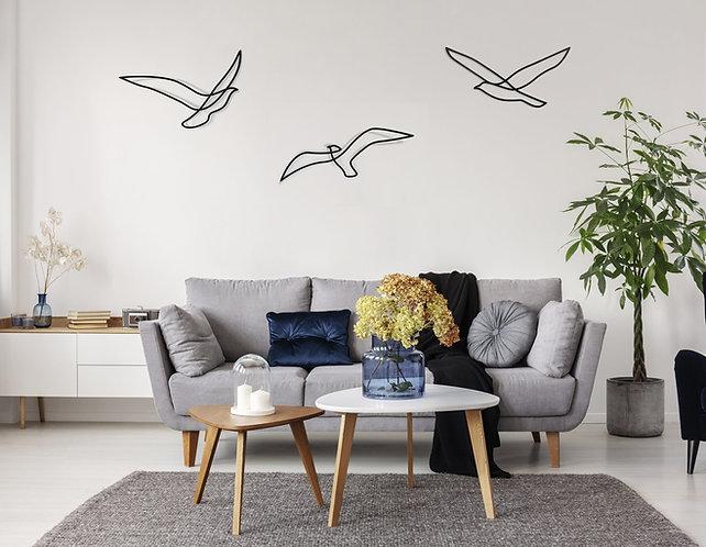 שלישיית ציפורי אבסטרקט מעל ספה
