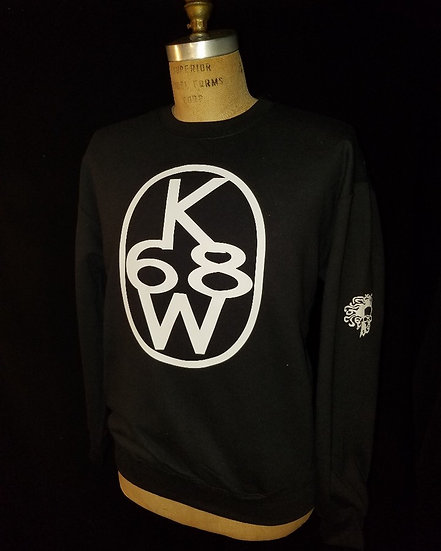black and white crewneck swestshirt