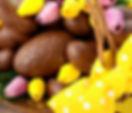 cesto-del-chocolate-de-pascua-de-huevos-
