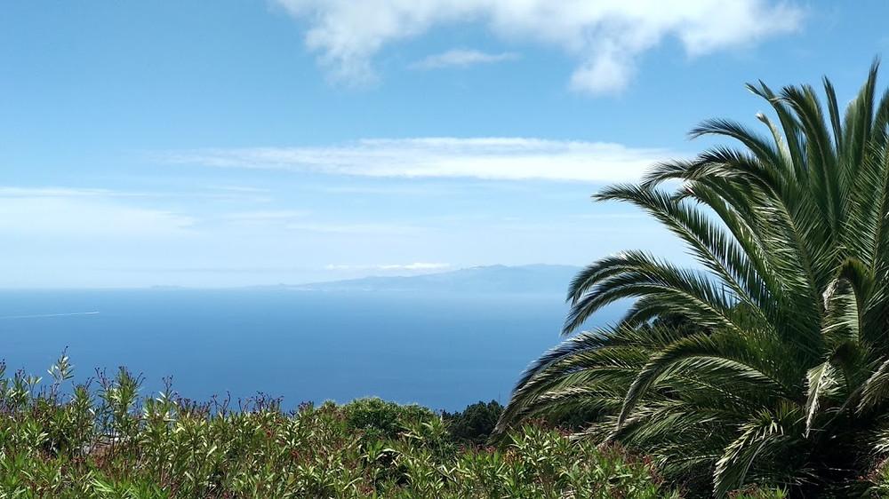 Pequeña y hermosa vista de Gran Canaria desde El Rosario (Tenerife). B.G.R.2021