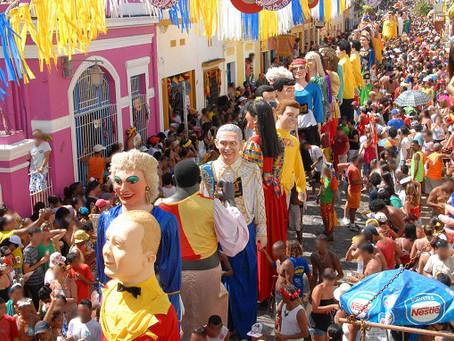Programe-se para a folia: tribunais alteram expediente no Carnaval