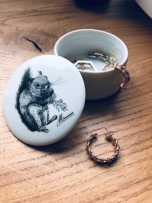 Boite ronde en  porcelaine écureuil