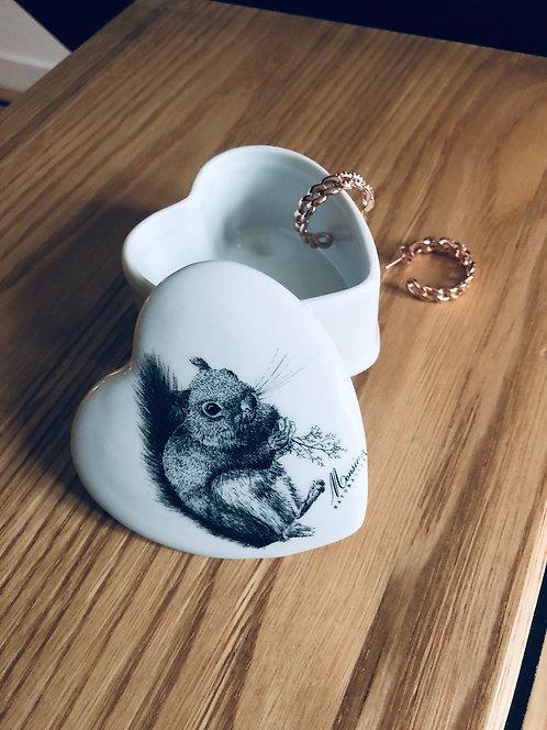 Boite coeur en  porcelaine écureuil