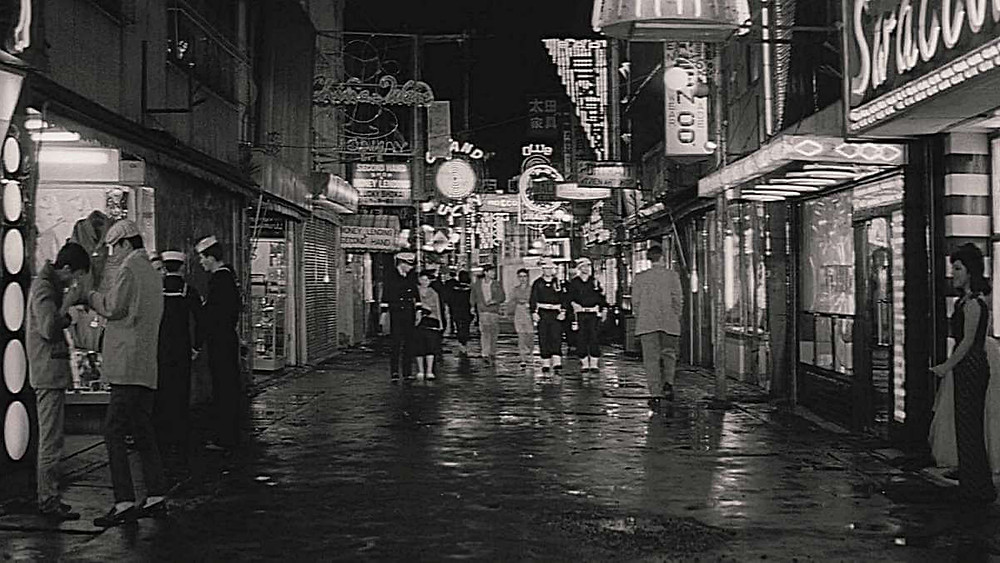 A busy street in Yokosuka City in postwar Japan. From the film «Pigs and Battleships» (1961).