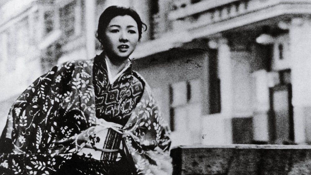 Hideko Takamine running, in the Japanese movie Yearning (1964) by Mikio Naruse.